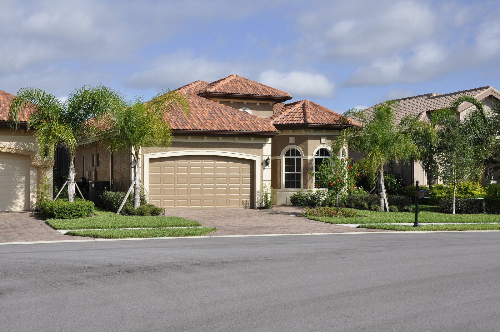Typical Modern Home In Florida (Image 8 of 8)