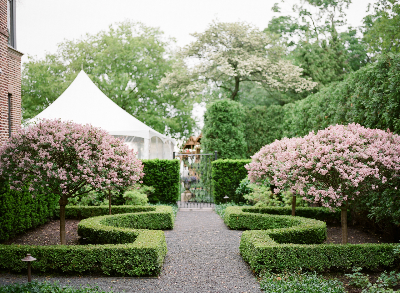 Tented Wedding At Home (Image 8 of 10)
