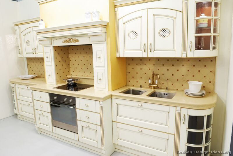 Delightful Traditional Antique White Kitchen (Image 8 Of 10)