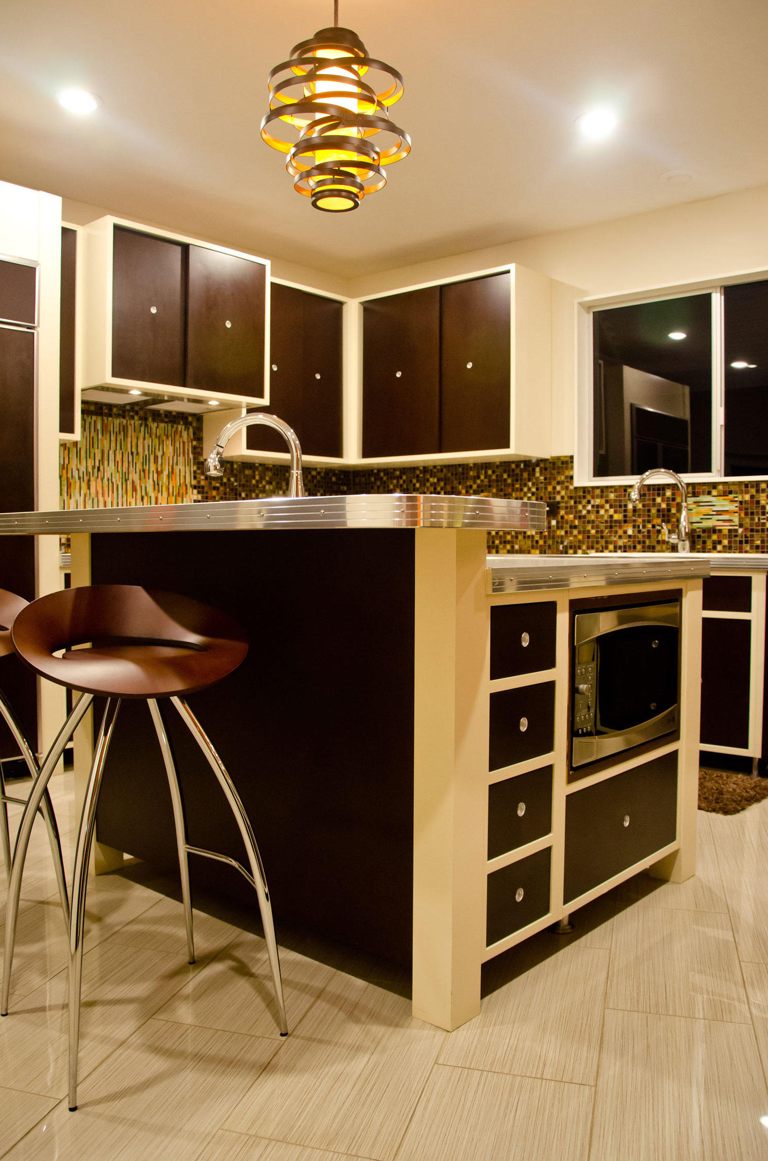 2015 Modern Small Kitchen Interior (Image 1 of 6)