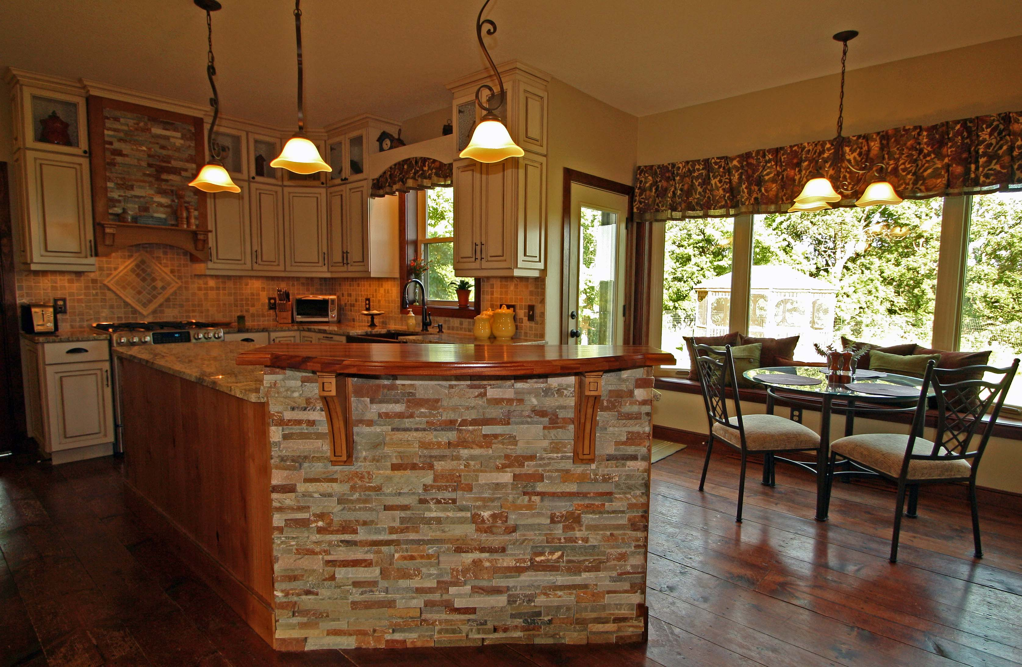Featured Image of 2015 American Country Kitchen With Small Dining Area