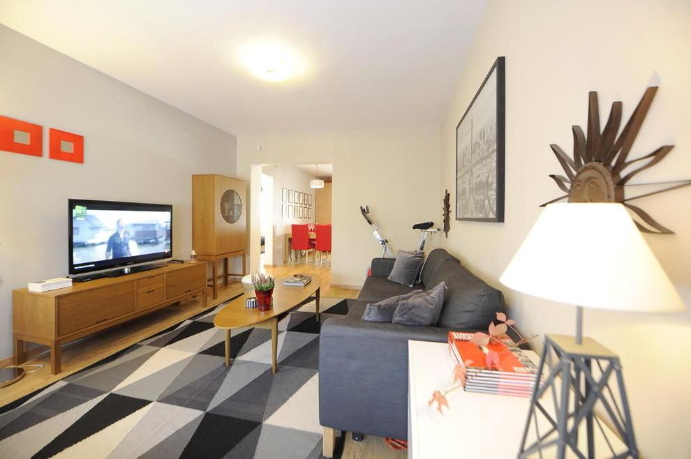 Cozy Apartment Interior Decor  (Image 5 of 9)