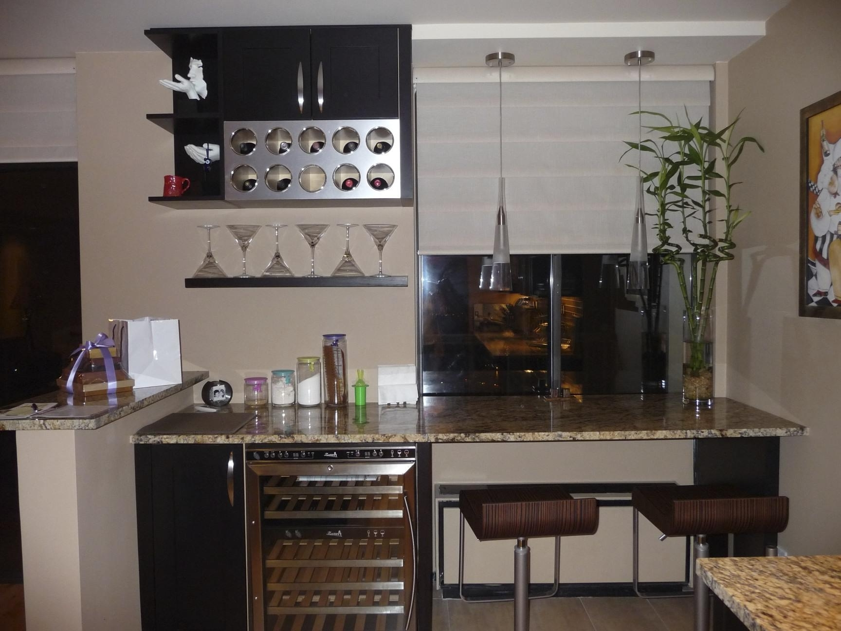Small Kitchen Bar Interior (Image 21 of 21)