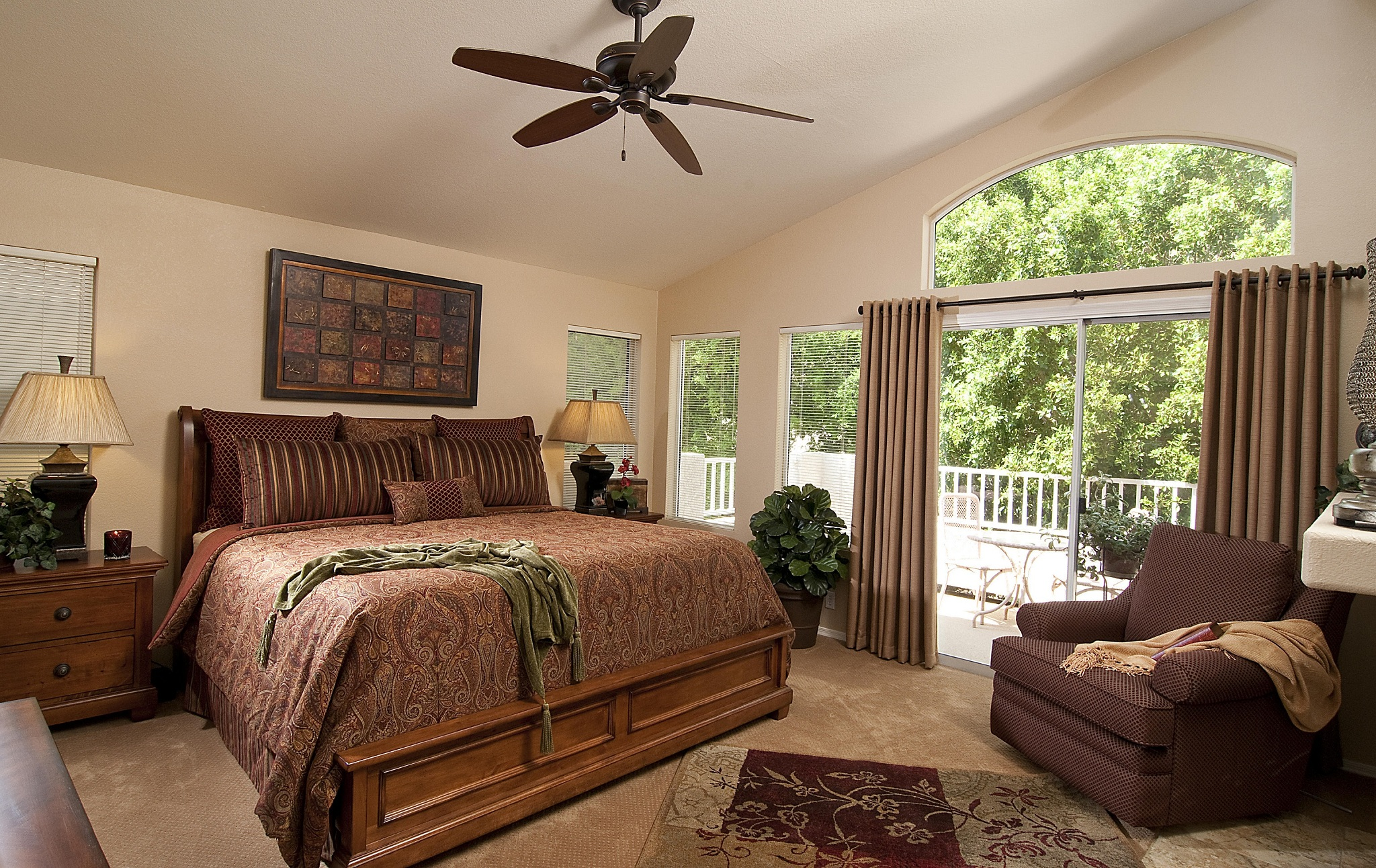 Traditional Bedroom Brown Theme Decor (Image 3 of 9)