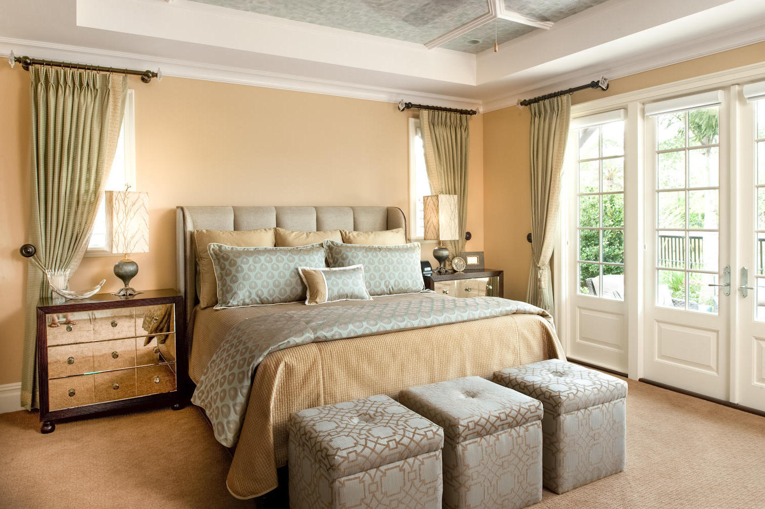 traditional home bedrooms traditional bedroom theme for warm and friendly house 13575