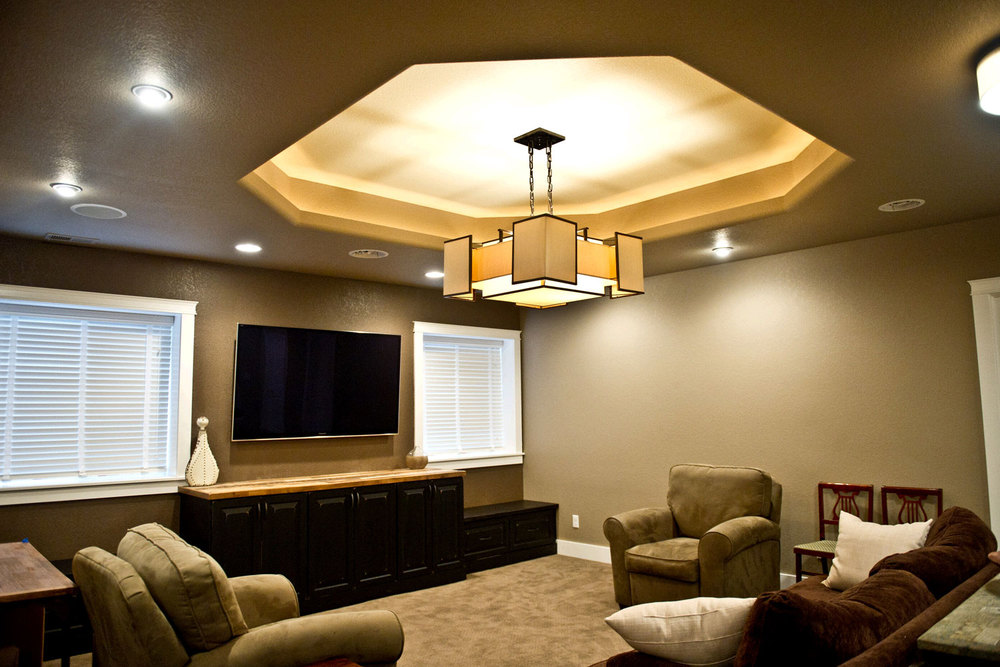 Featured Image of Amazing Basement Ceiling With Chandelier And Modern Lighting