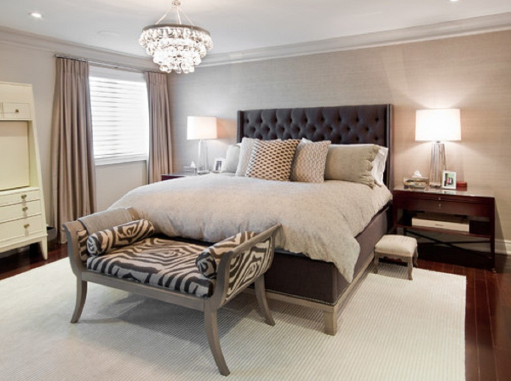 Featured Image of Classic And Luxury Fabric Bedroom With Crystal Chandelier