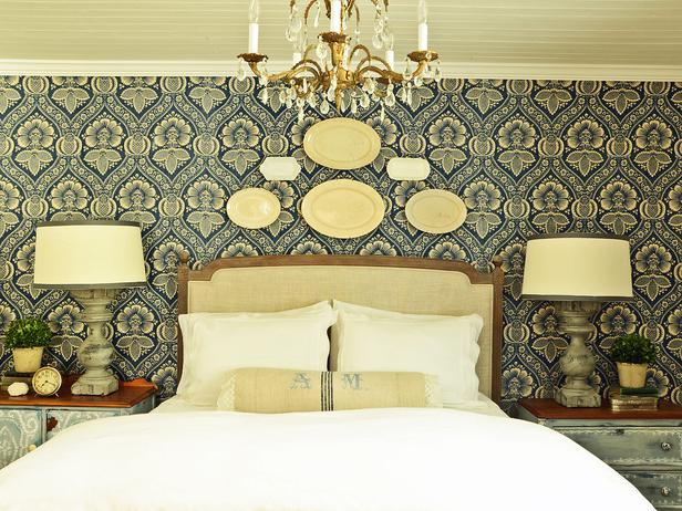 Featured Image of Classic Fabric Bedroom With Decorative Fabric Wall
