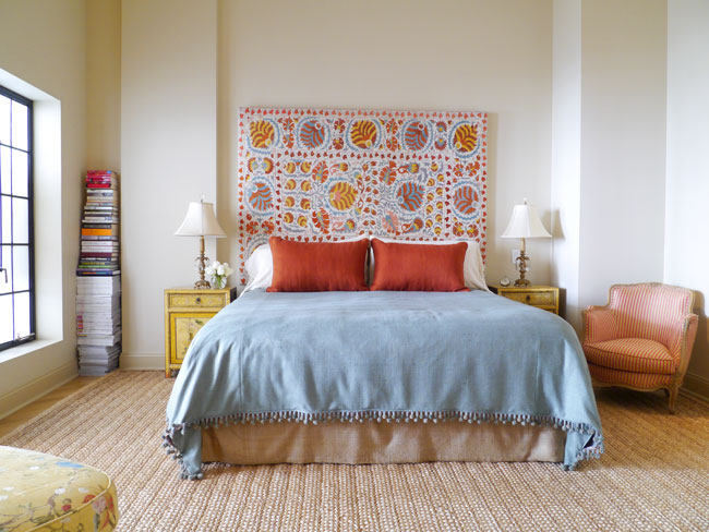 Featured Image of Colorful Fabric Bedroom With Carpet Flooring