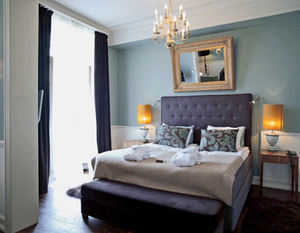Featured Image of Elegance Fabric Bedroom With Crystal Chandelier