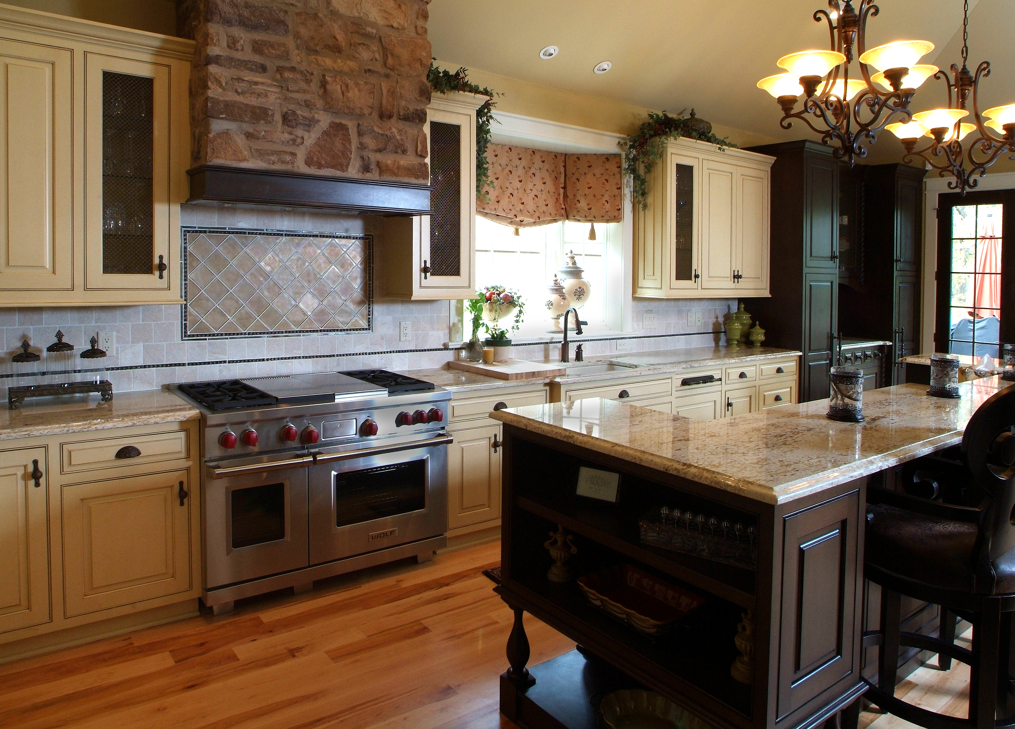 Featured Image of English Country Kitchen Interior