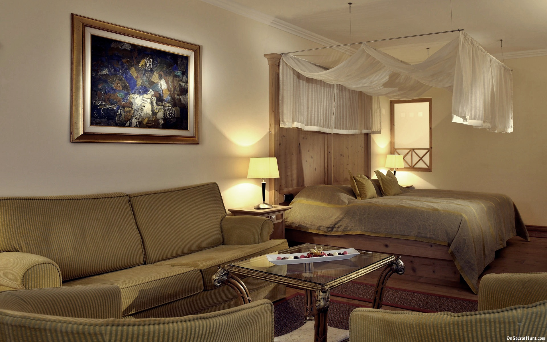 Featured Image of Hotel Inspired Fabric Bedroom With Fabric Sofa