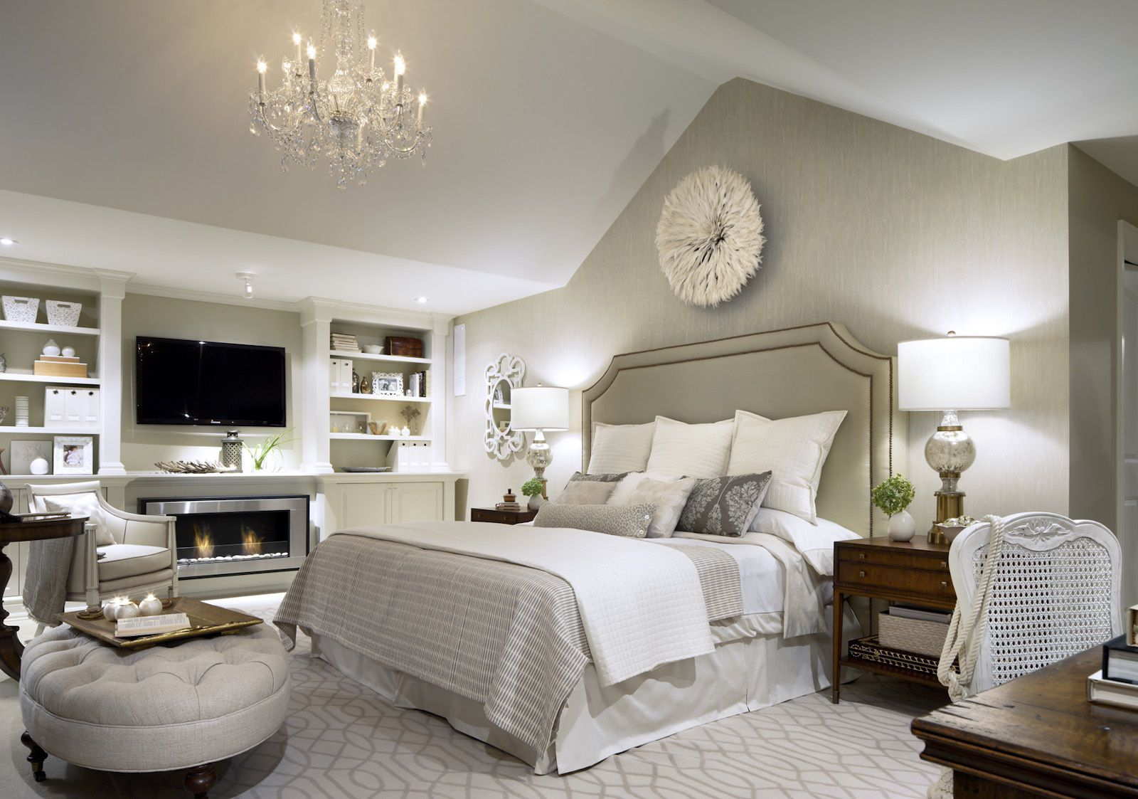 Featured Image of Luxury Fabric Bedroom With Classic Look