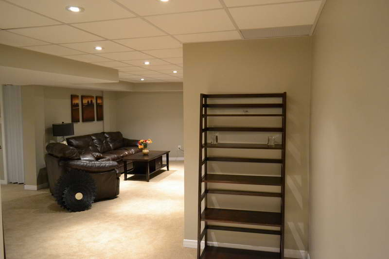 Featured Image of Modern Basement Ceiling Details