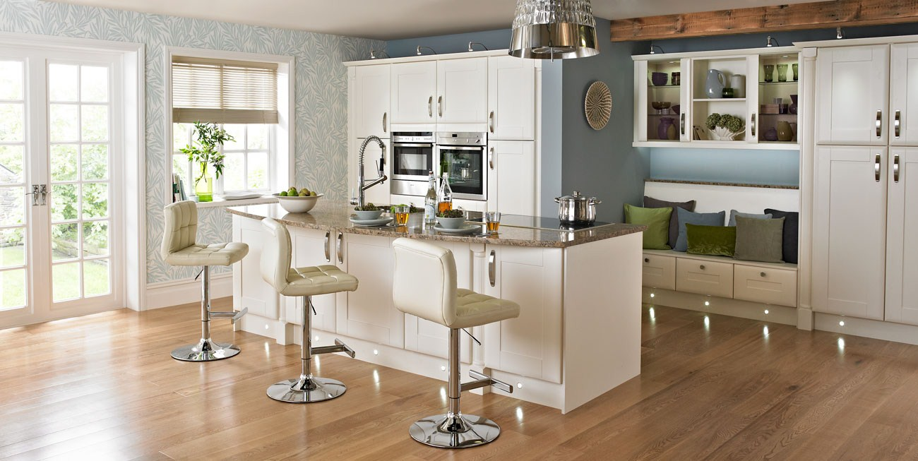 Featured Image of Modern Kitchen With Cozy Breakfast Bar