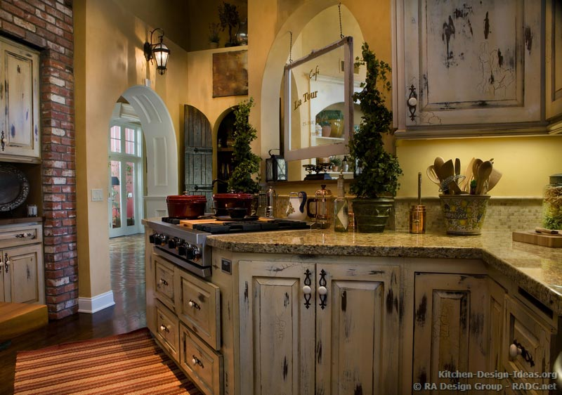 Featured Image of Old Style Antique Kitchen Design For Classic Look