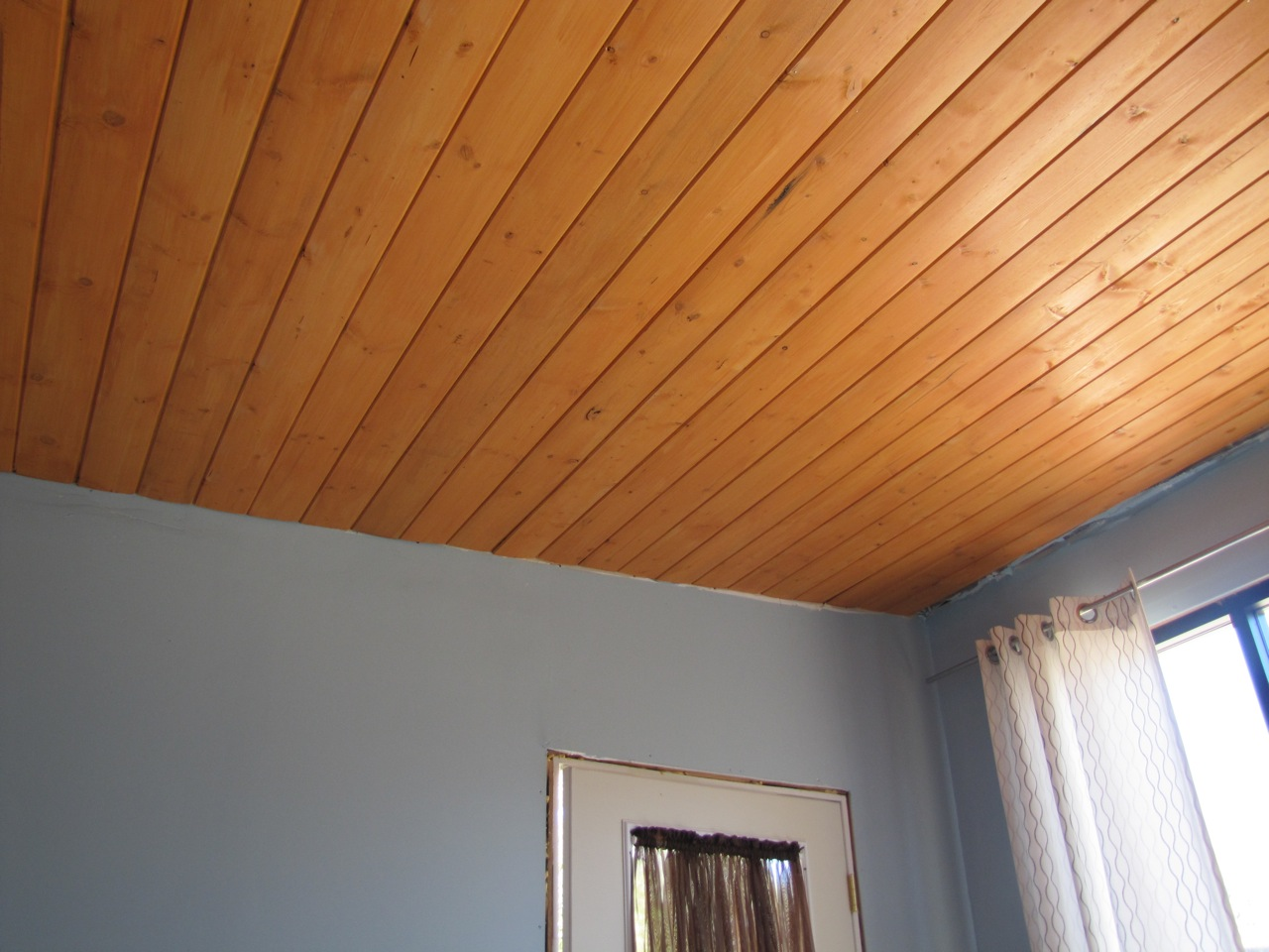 Featured Image of Simple Wooden Ceiling For Living Room Decor
