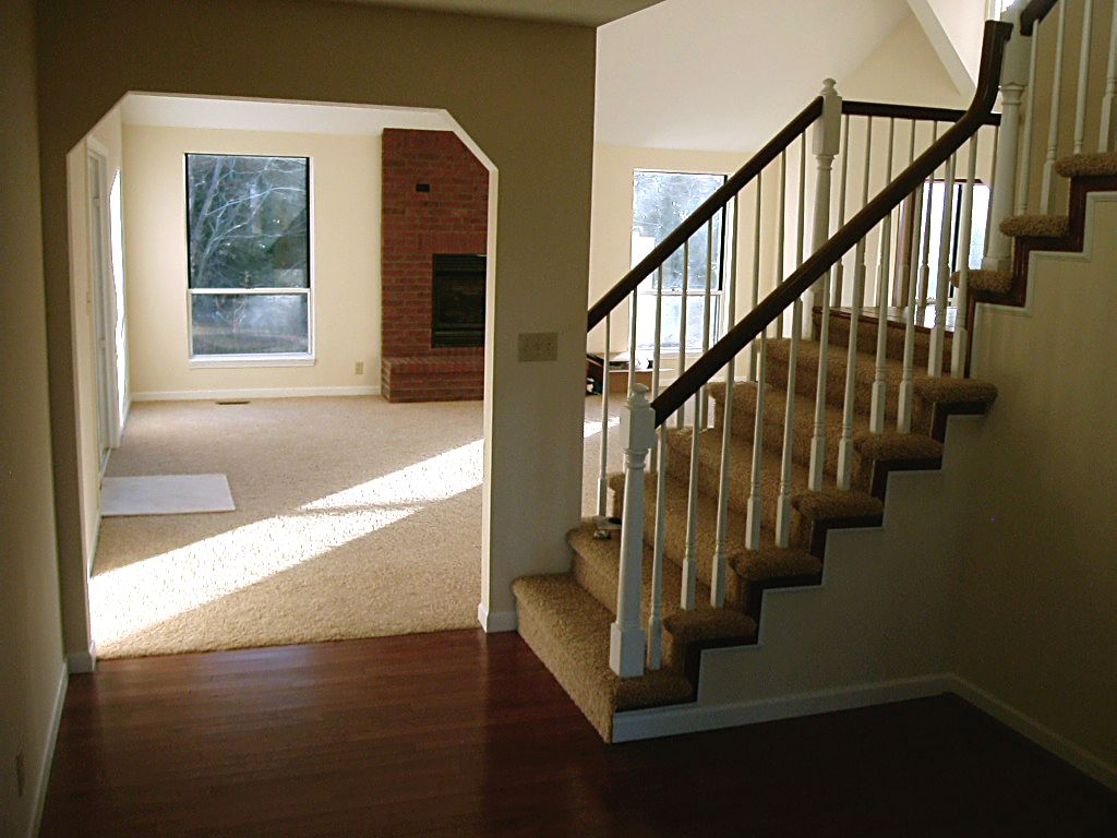 Featured Image of Small Traditional Staircase