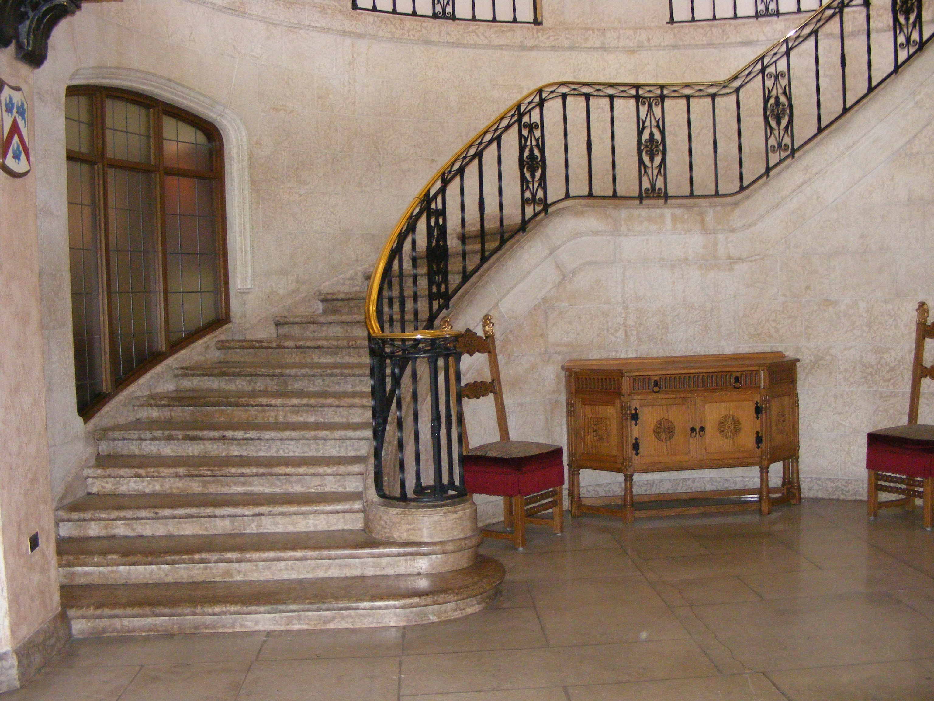 Featured Image of Victorian Staircase With Marble Flooring
