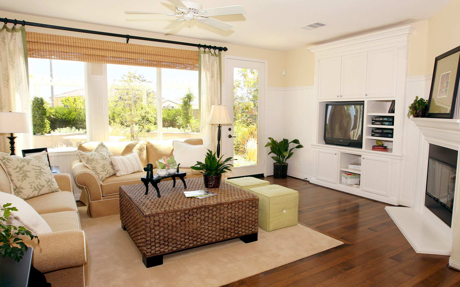 Featured Image of Contemporary Living Room Beautiful Window Treatments