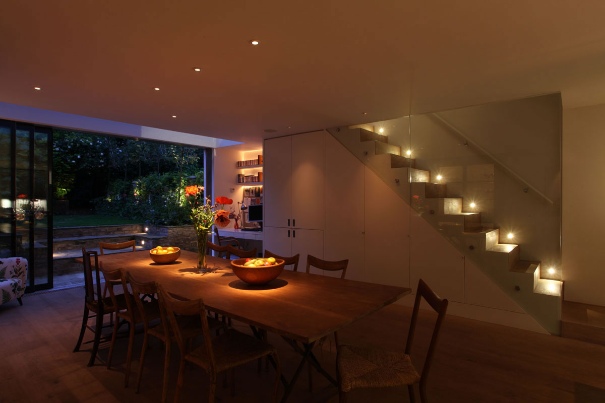 Featured Image of Modern Dining Room Light Not Centered Over Table