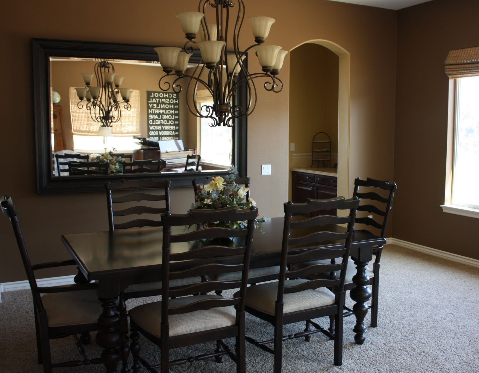 Featured Image Of Traditional Dining Room With