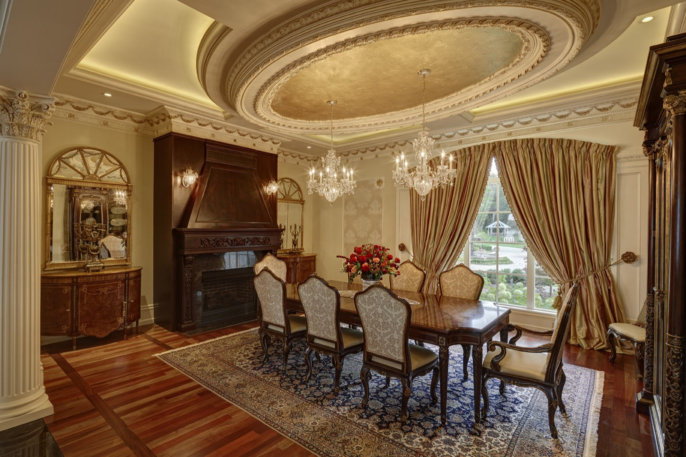 Classic And Luxury Formal Dining Room Interior (Image 5 of 30)