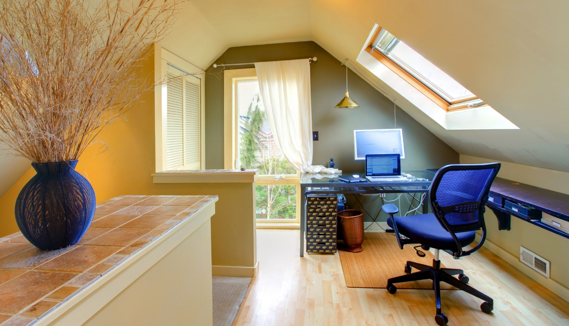 Featured Image of Attic Interior Remodel To Modern Workplace