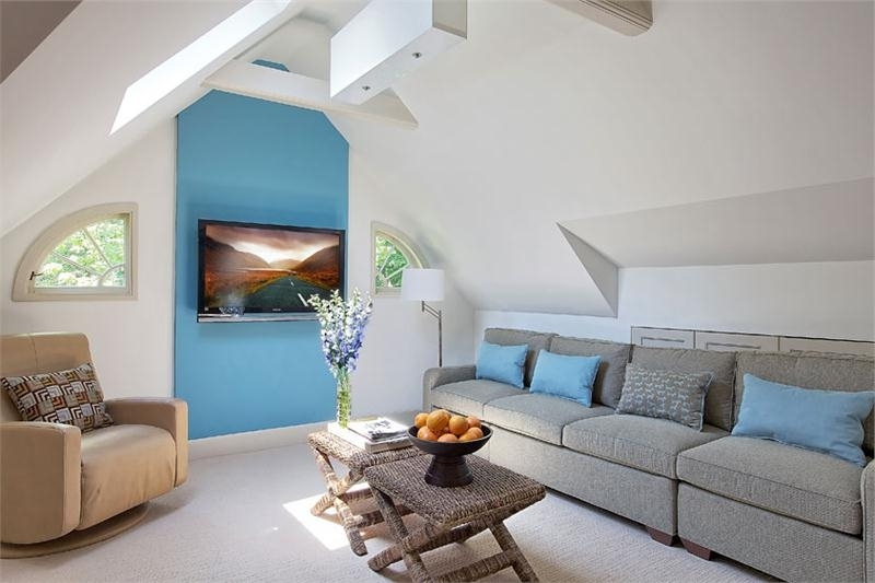Featured Image of Attic Makeover To Minimalist Modern Living Area