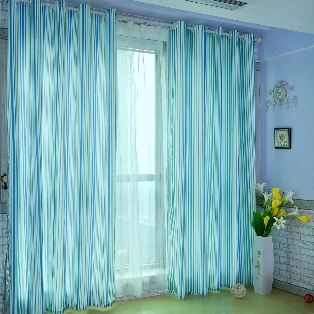 Featured Image of Blue Curtain Pattern