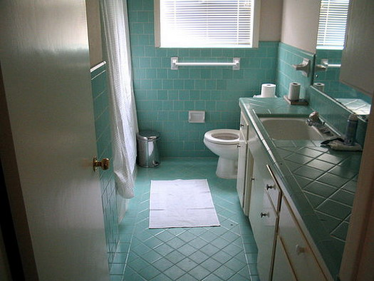 Featured Image of Blue Tiled Retro Bathroom Design Ideas