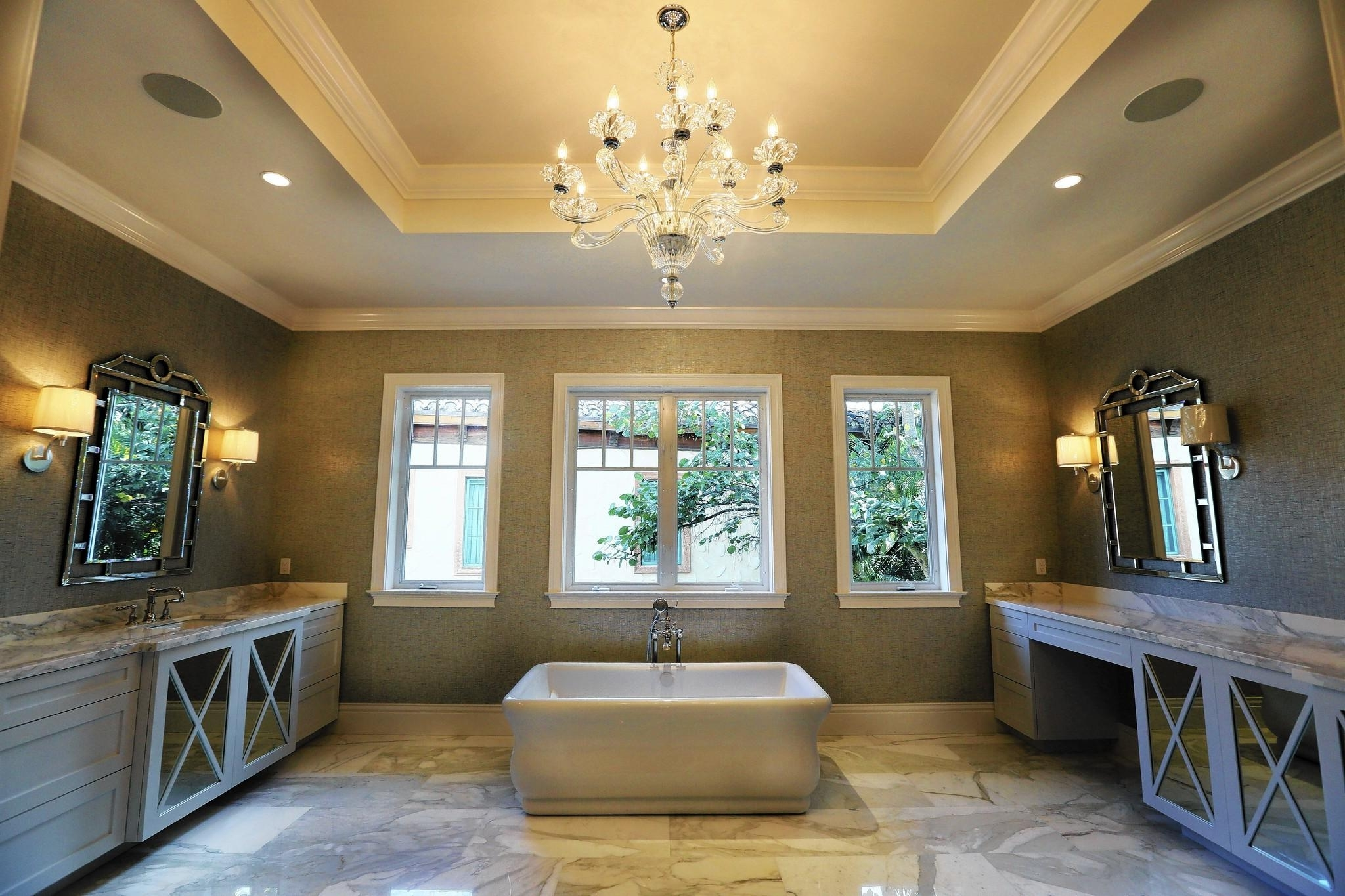 Featured Image of Chic American Bathroom Design Inspirations
