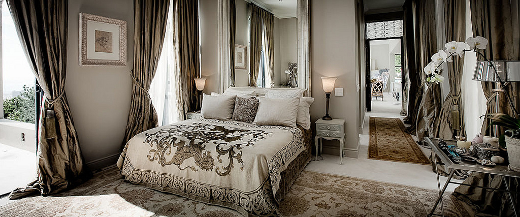 Featured Image of Classic Bedroom Luxury Furniture