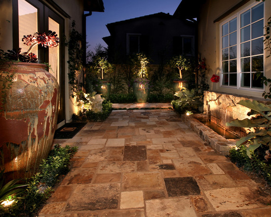 Featured Image of Classic Garden Lighting Ideas
