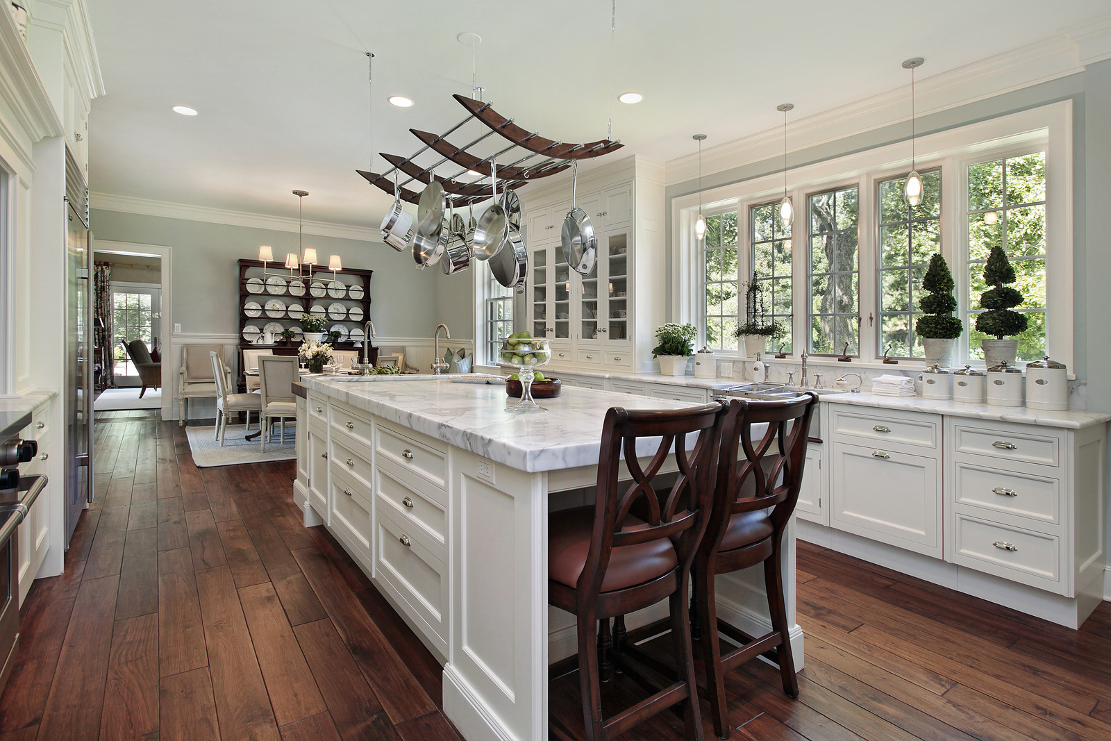 Featured Image of Classic Luxury Kitchen Table