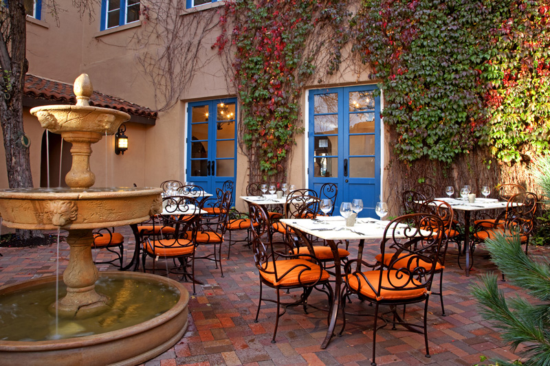 Featured Image of Classic Style Restaurant Patio