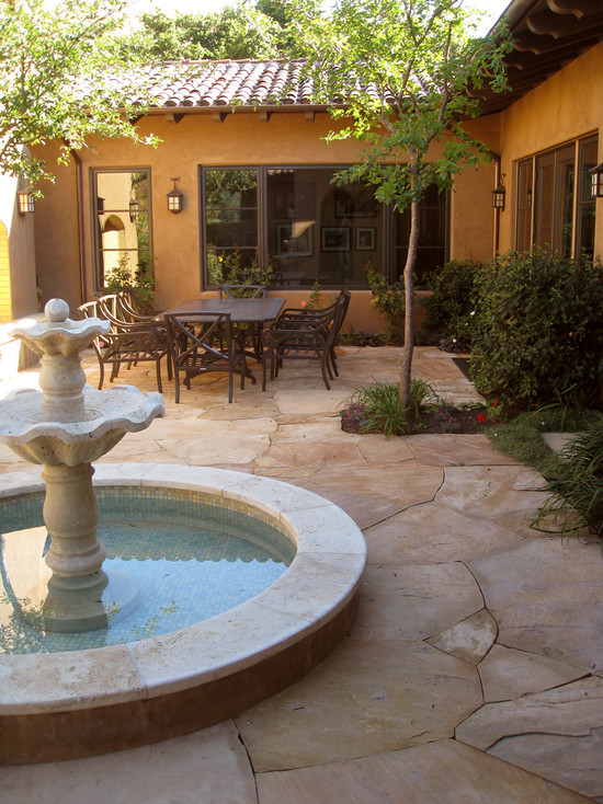 Featured Image of Classic Traditional Courtyard Design Ideas