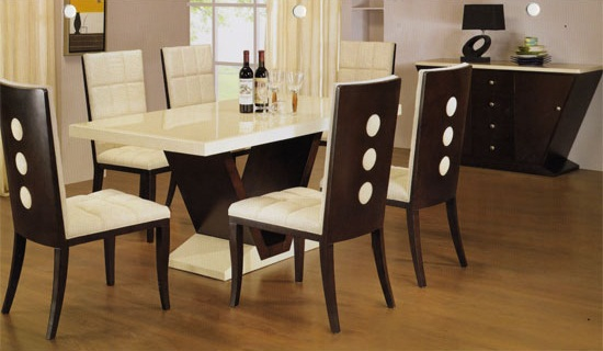 Featured Image of Comfortable Wooden Dining Room Table