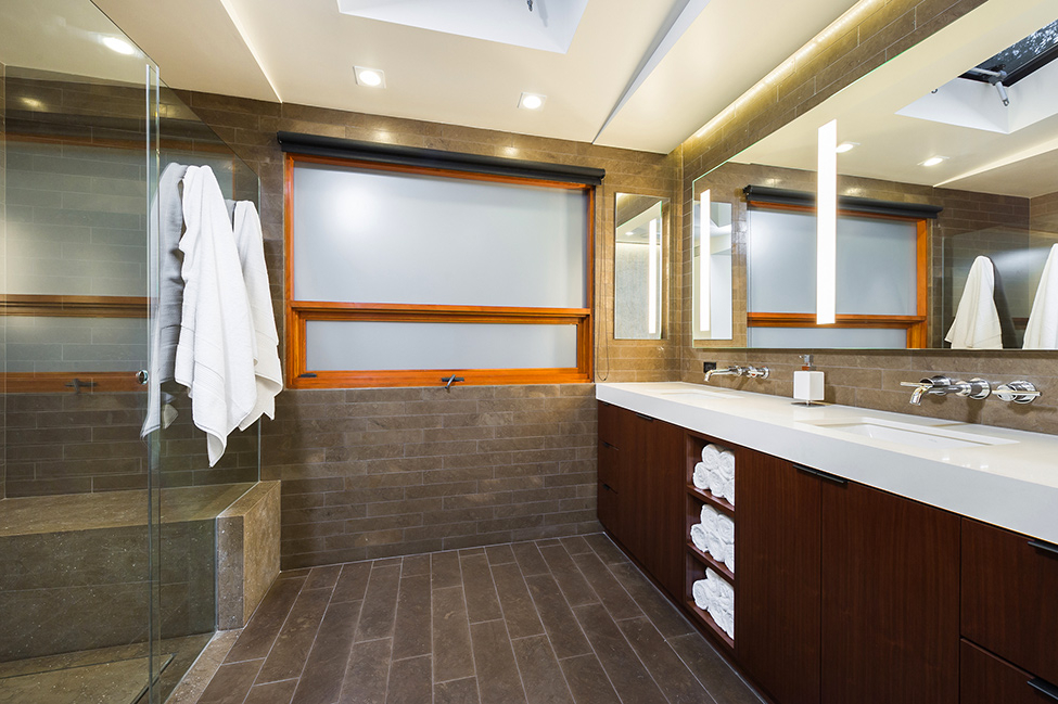 Featured Image of Contemporary Bathroom With Brown Flooring For Beautiful Look