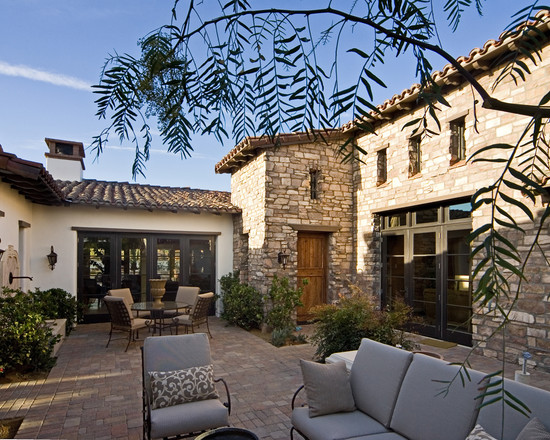 Featured Image of Contemporary Elegant Courtyard Design Ideas