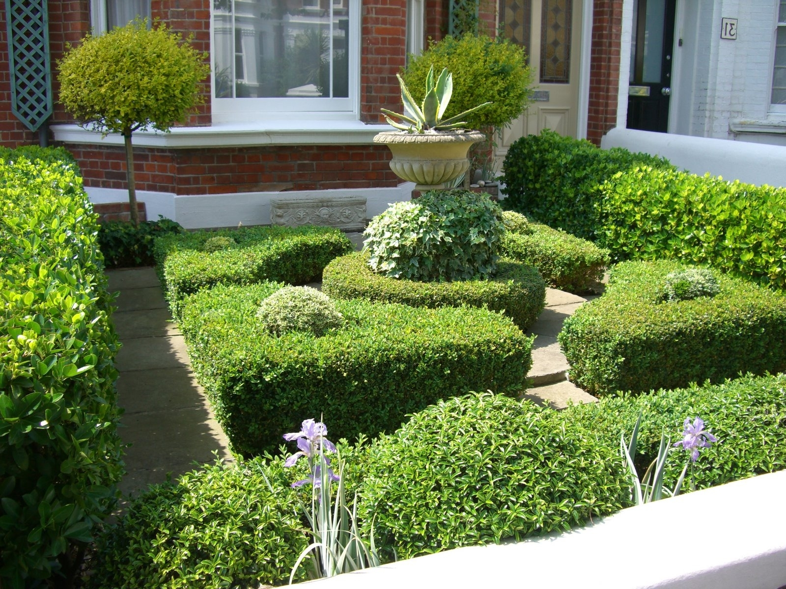 Featured Image of Contemporary Garden Edging