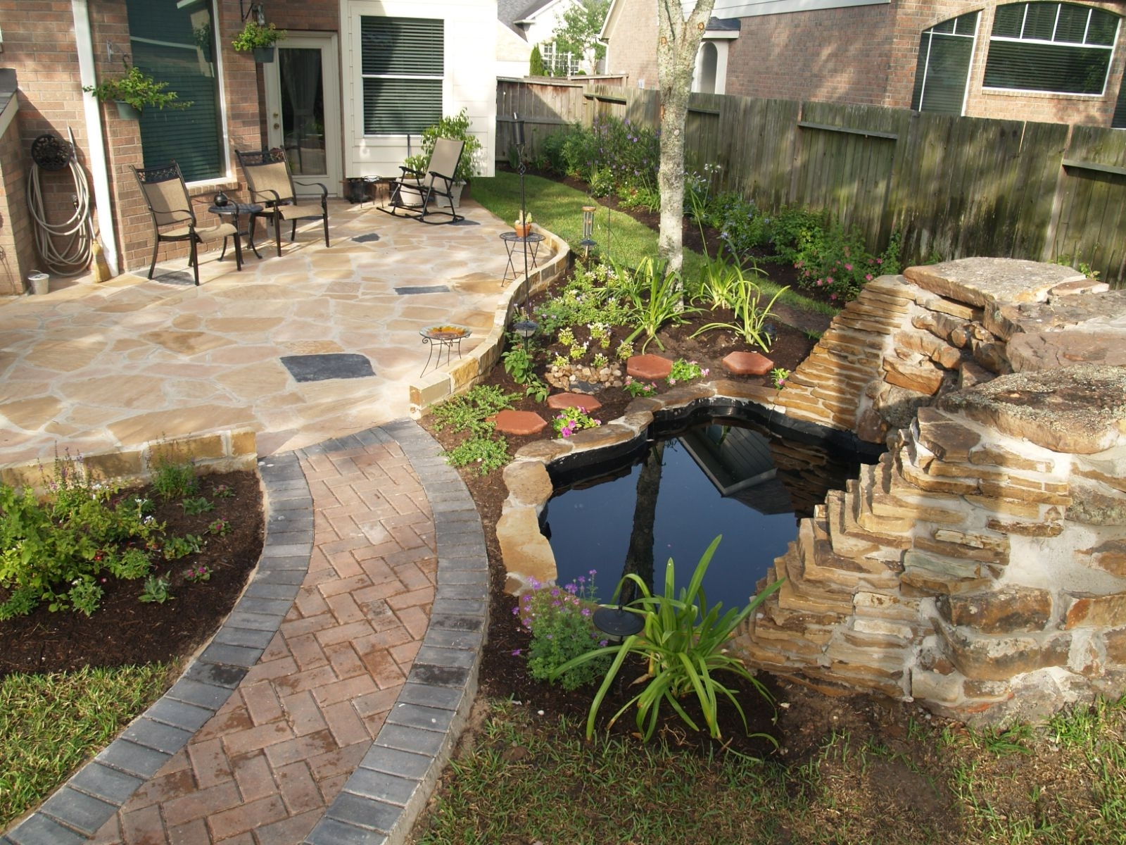 Featured Image of Contemporary Garden Fountains
