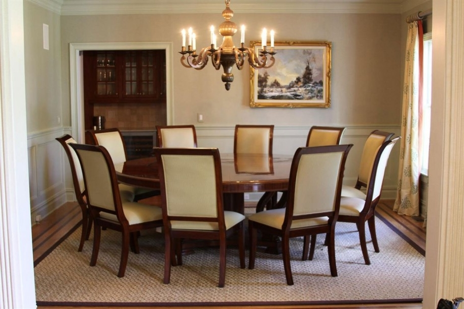 Featured Image of Contemporary Luxury Round Dining Room Design
