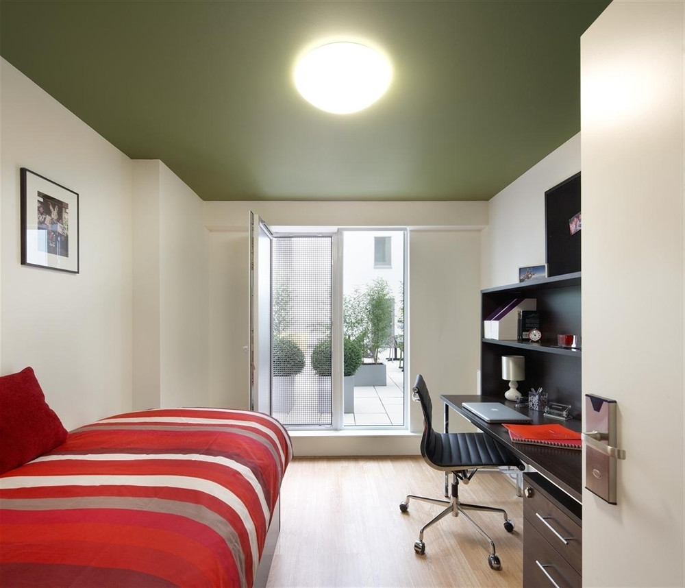 Featured Image of Cool Bedroom Apartment With Workplace