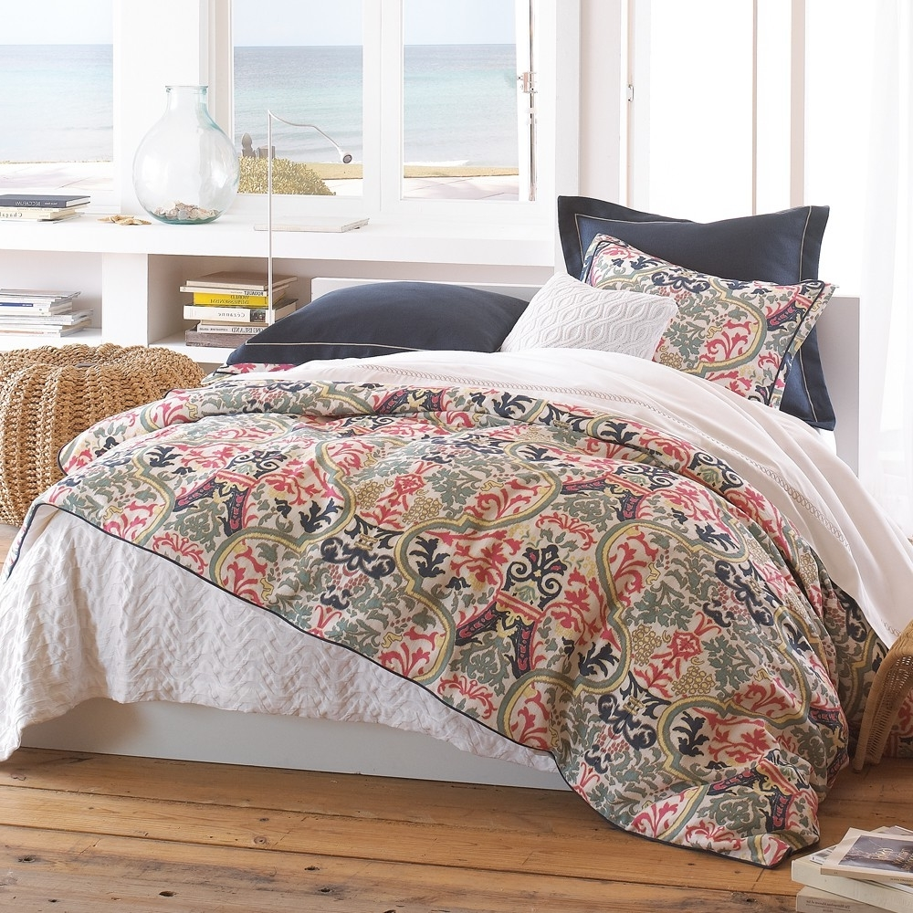 Featured Image of Cozy Bedroom With Peacock Pattern