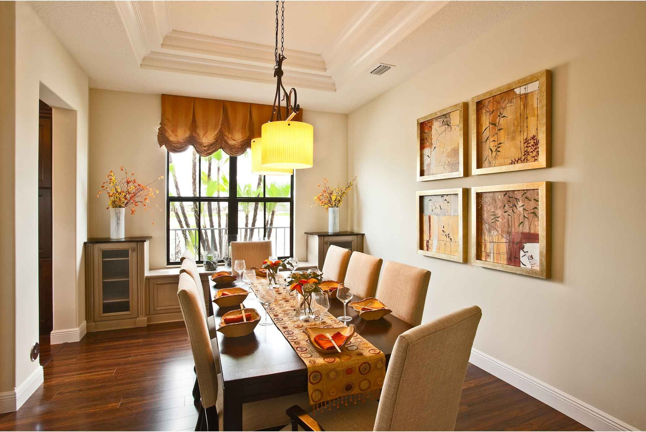 Featured Image of Cozy European Dining Room Wall Paint And Decor