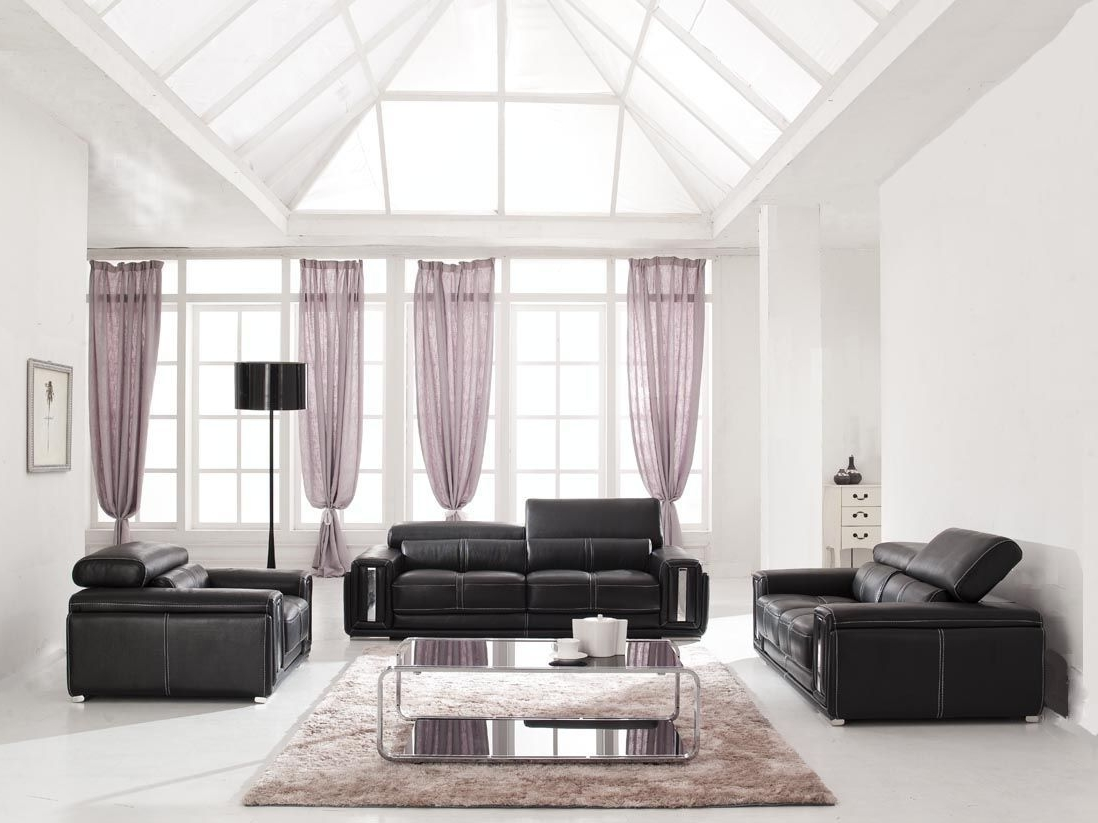 Featured Image of Deluxe Black White Living Room Decor