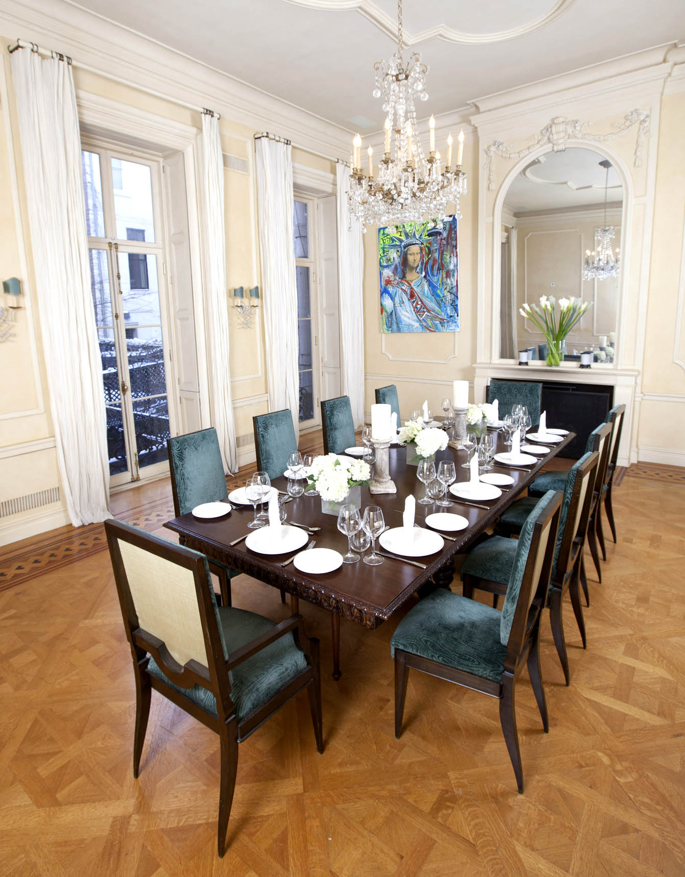 Featured Image of Deluxe Italian Dining Room For Large Interior