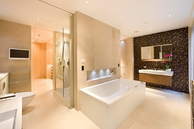 Featured Image of Deluxe Modern Bathroom With Ceramic Tiled
