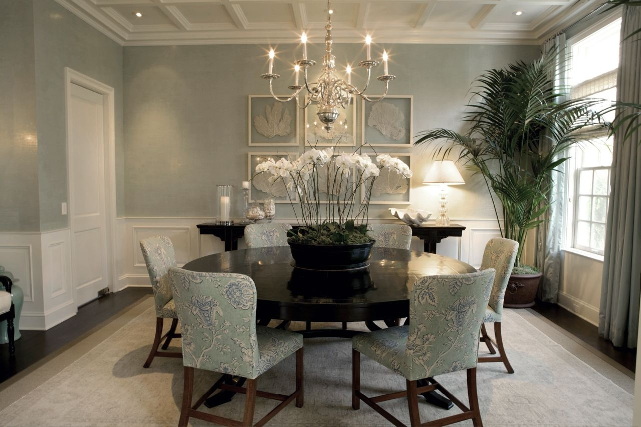 Featured Image of Deluxe Round Dining Room
